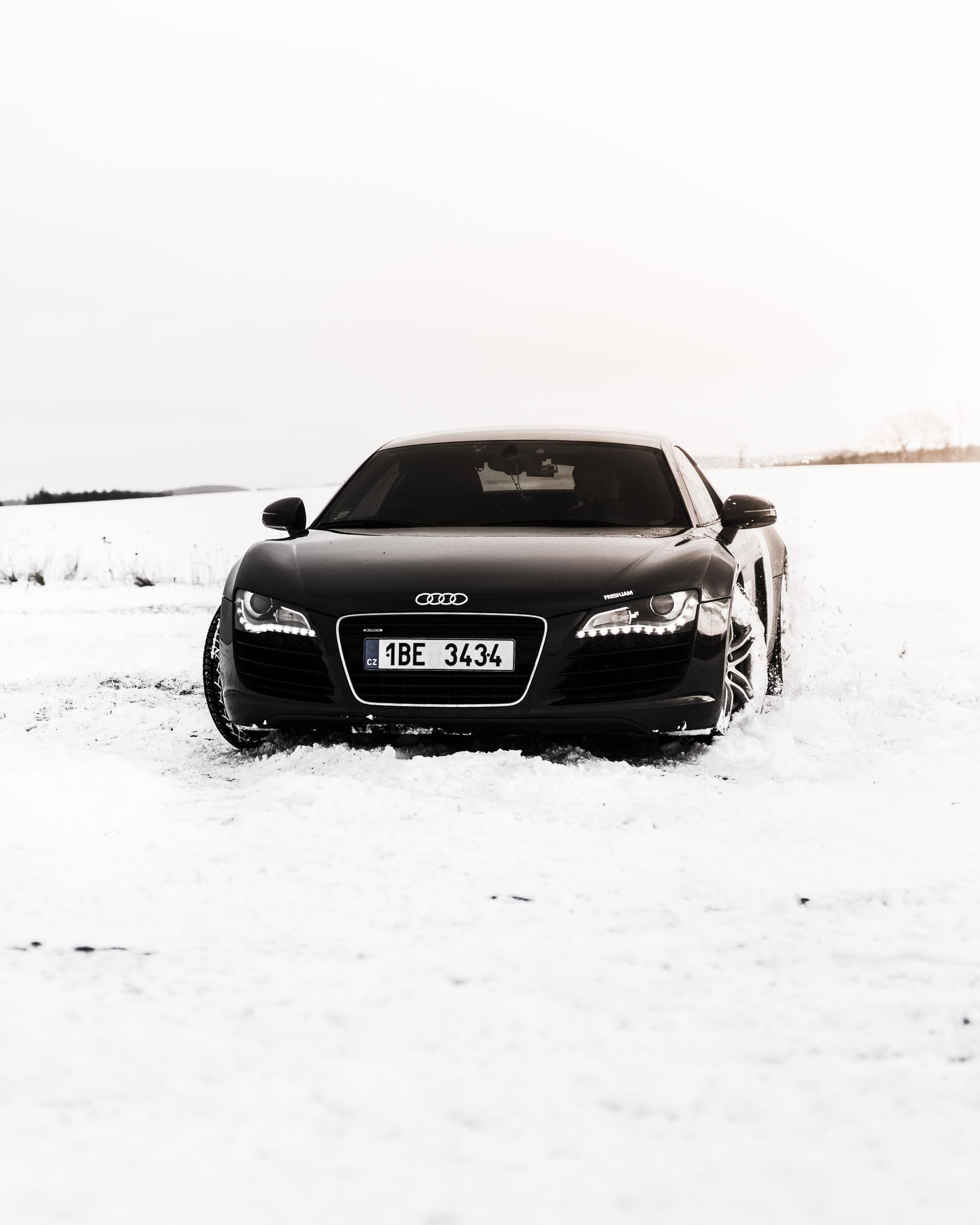 R8 Snow Drift Front Mobile