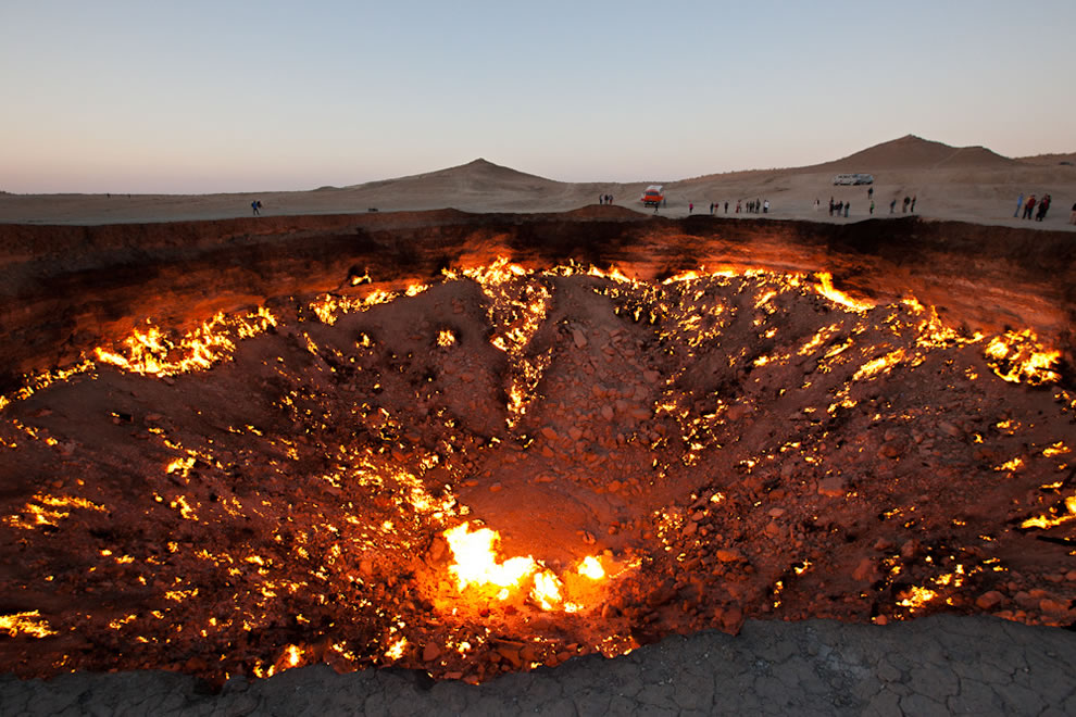 Golden-Eagle-Silk-Road-The-Door-to-Hell-in-Darvaza-Turkmenistan