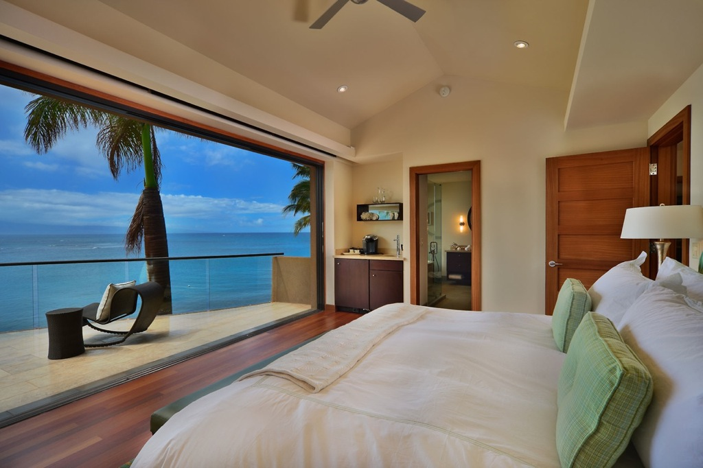 Hawaii-bedroom-with-views