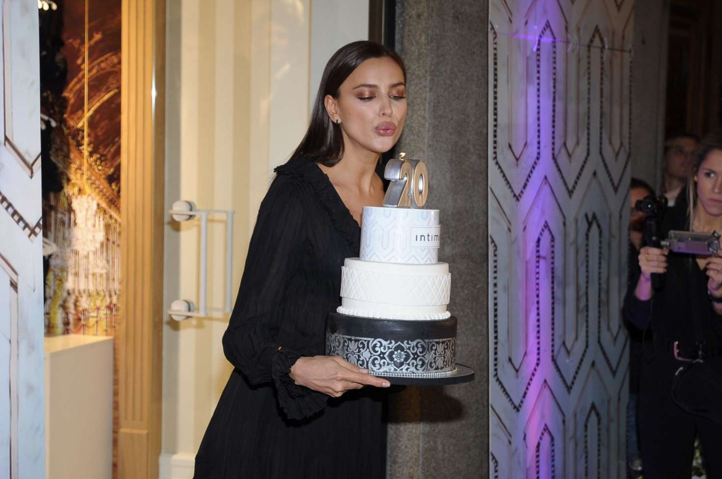irina-shayk-intimissimi-20-years-celebration-29