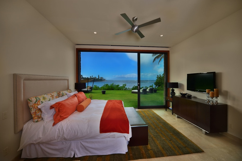 Maui-neutral-bedroom-with-views