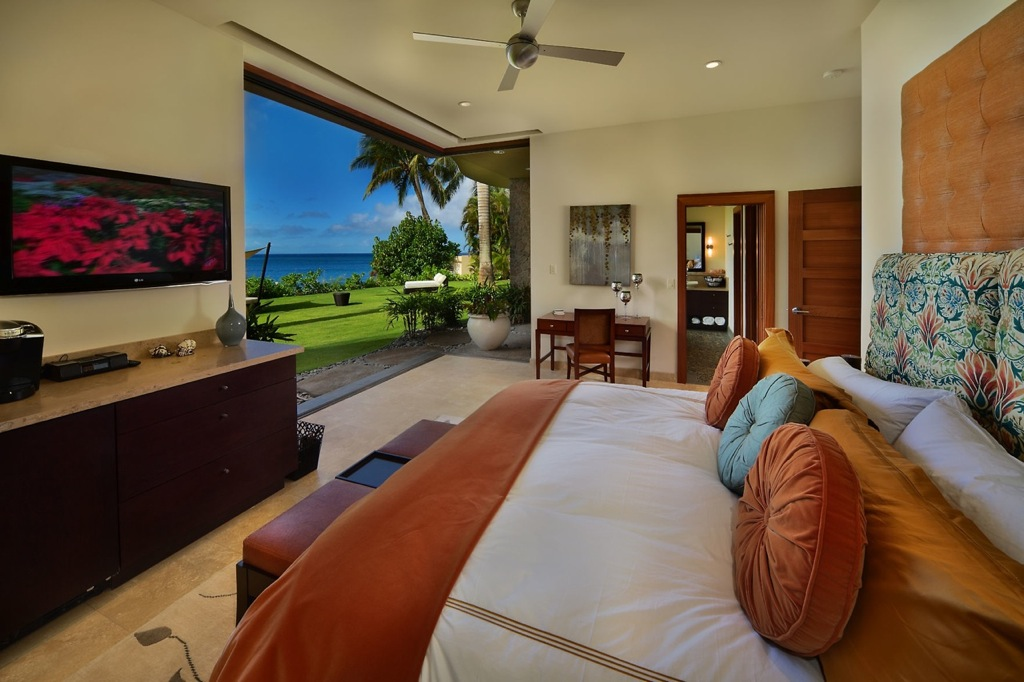 Maui-orange-blue-bedroom