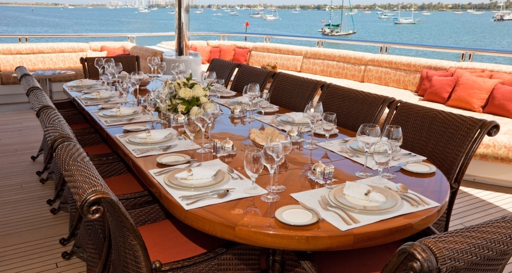 motor-yacht-martha-ann-alfresco-dining