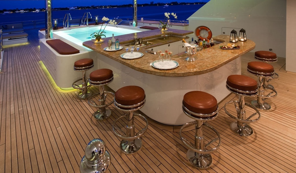 motor-yacht-martha-ann-wet-bar