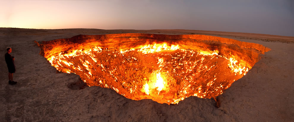 The-Door-to-Hell-a-burning-natural-gas-field-in-Derweze-Turkmenistan