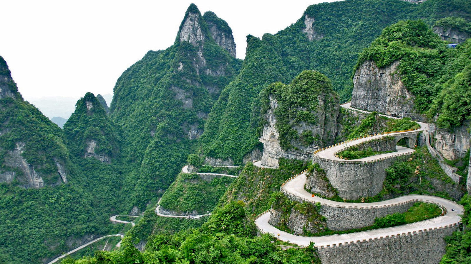 Tianmen-Shan-Big-Gate-Road-123rf-12460143_ml-salil-edit