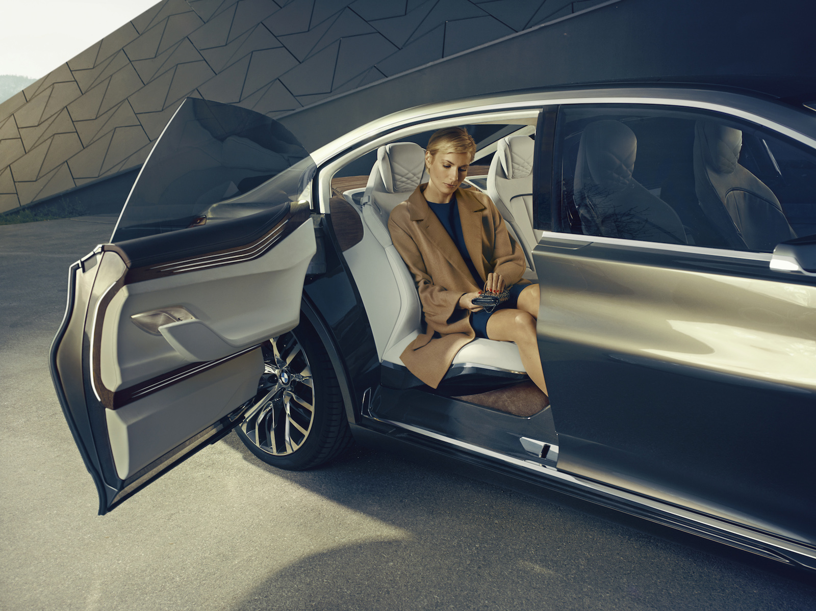 bmw-vision-future-luxury_100475089_h