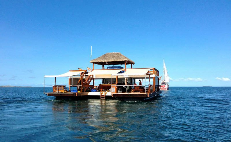 cloud-9-fiji-floating-bar-in-the-middle-of-the-ocean-1