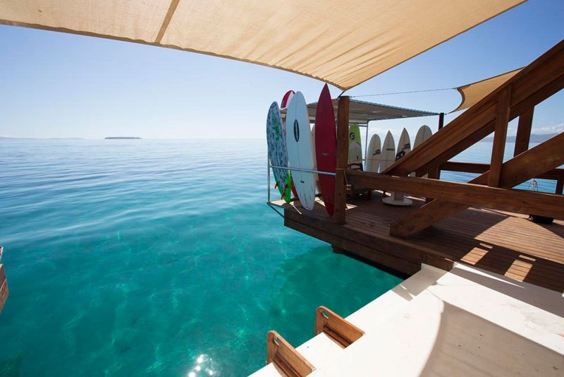cloud-9-fiji-floating-bar-in-the-middle-of-the-ocean-10