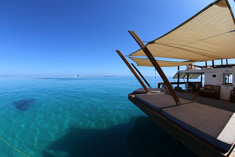 cloud-9-fiji-floating-bar-in-the-middle-of-the-ocean-12