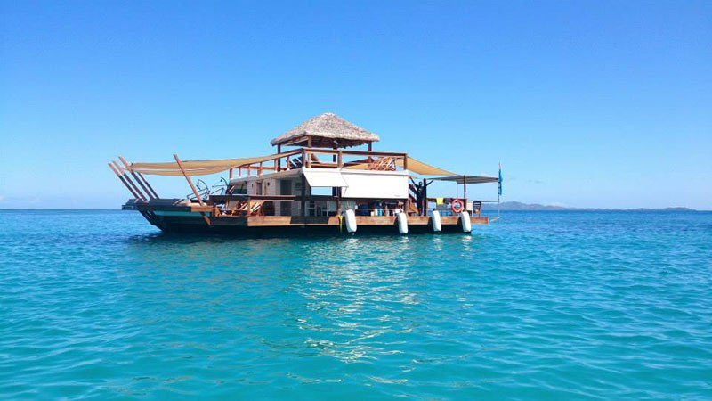 cloud-9-fiji-floating-bar-in-the-middle-of-the-ocean-2