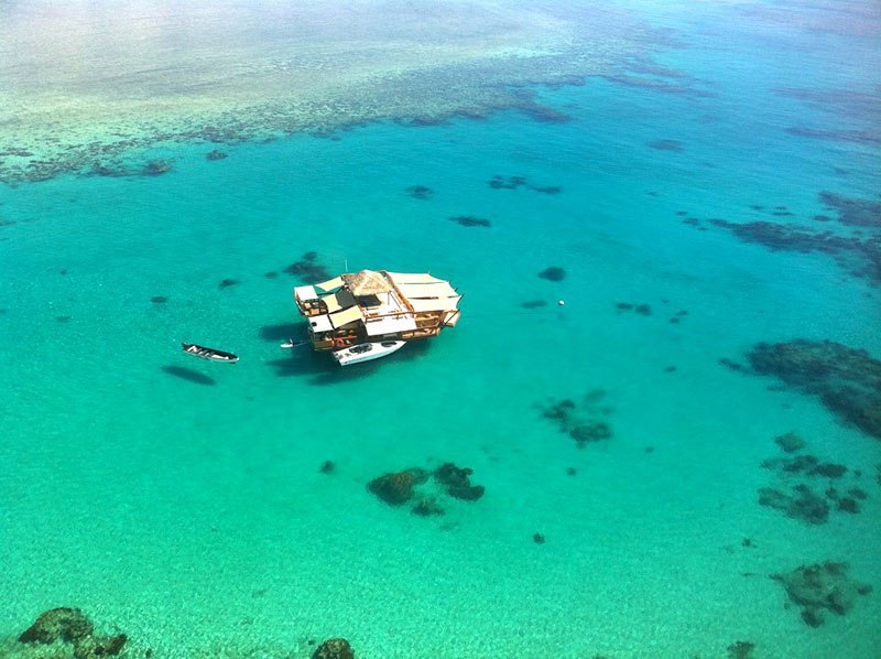cloud-9-fiji-floating-bar-in-the-middle-of-the-ocean-3