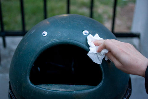 googly-eyebombing-cry-trash