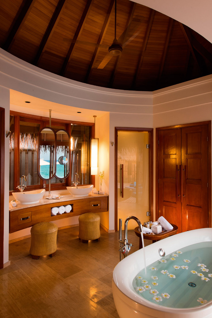 halaveli-maldives-2016-water-villa-bathroom-02