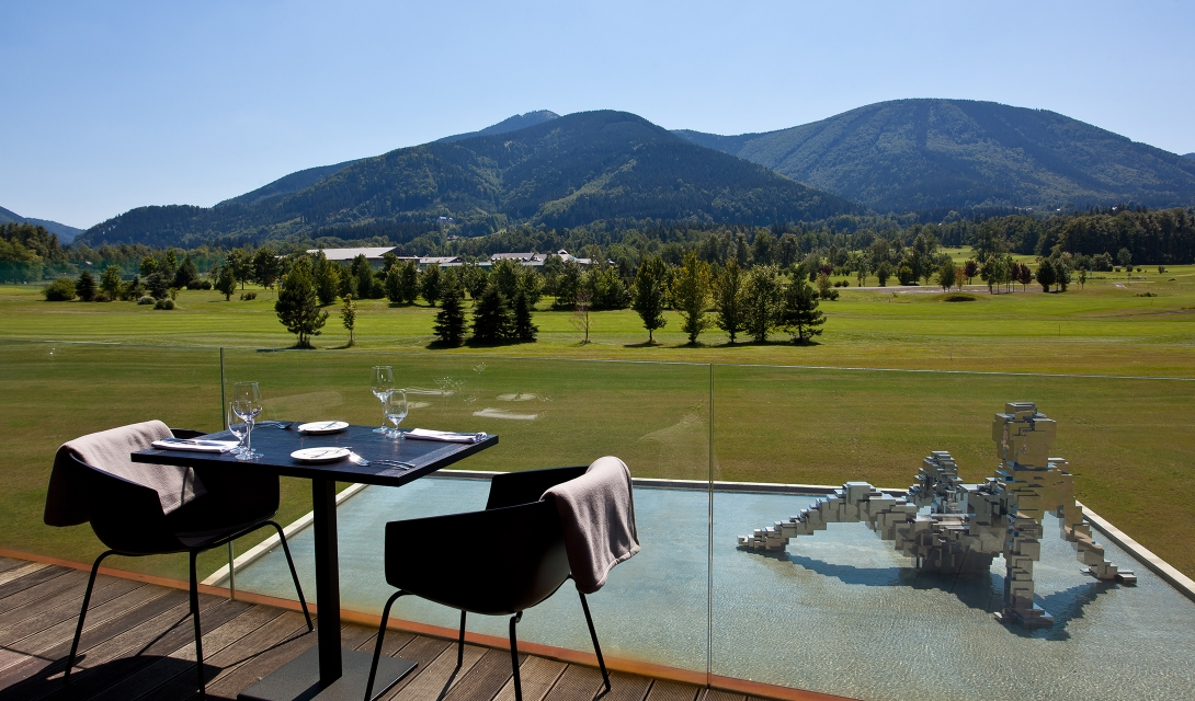 miura-hotel-restaurant-terrace-landscape-sculpture-view-M-14-r