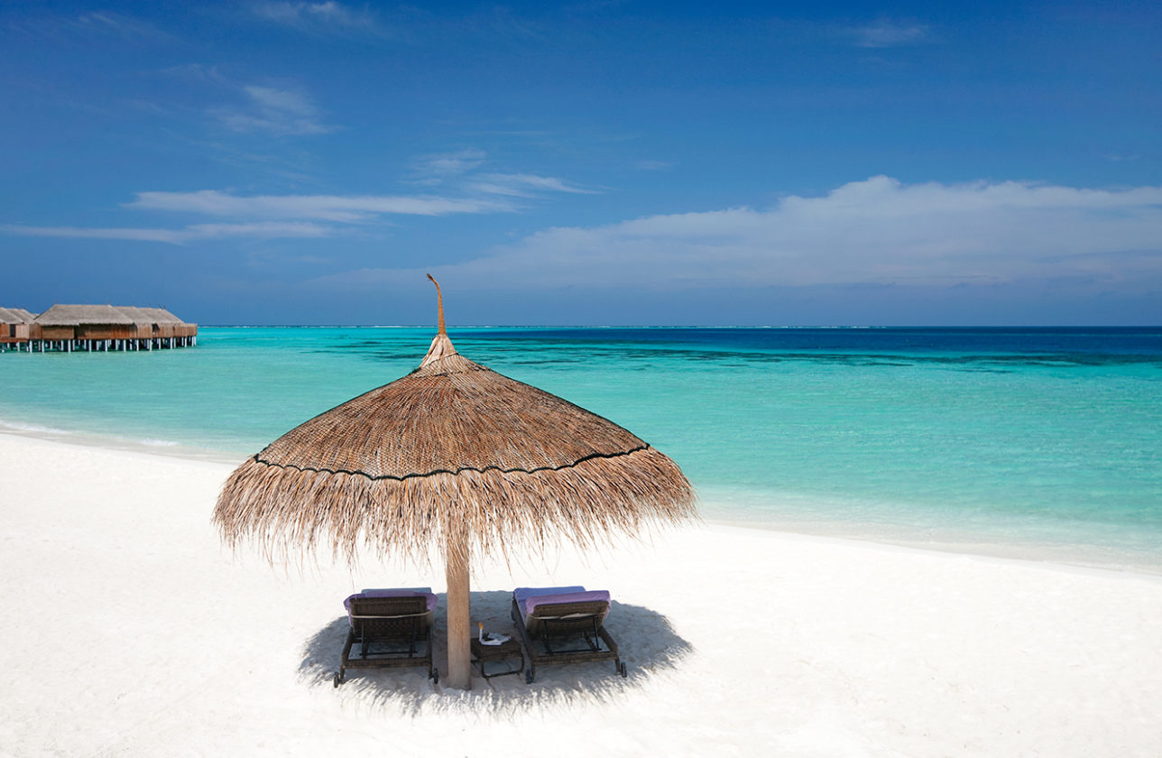 moofushi-maldives-beach-view-17
