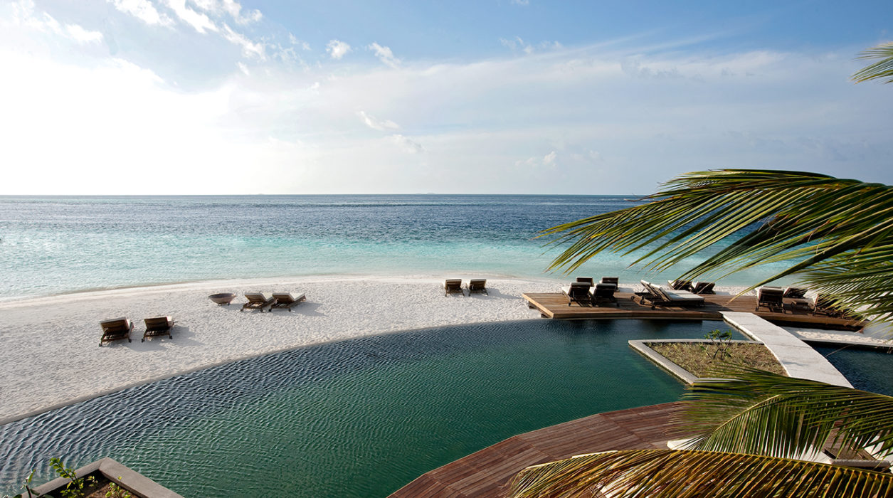 moofushi-maldives-pool-view-5