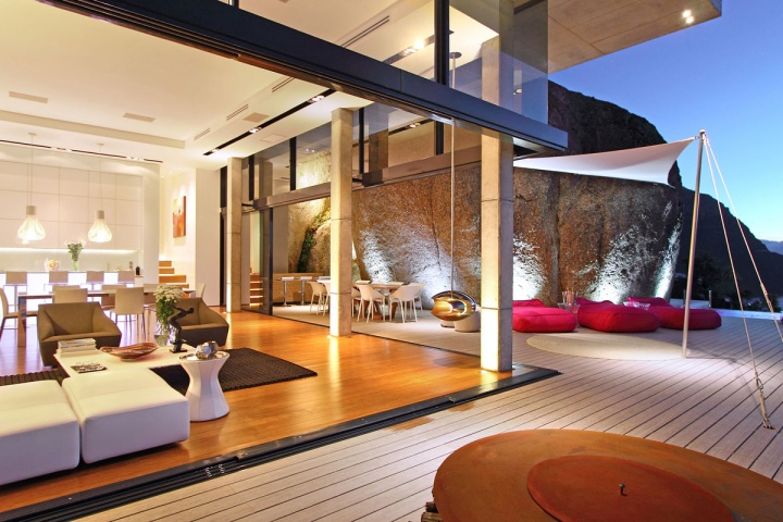 night-indoor-and-outdoor-open-living-area