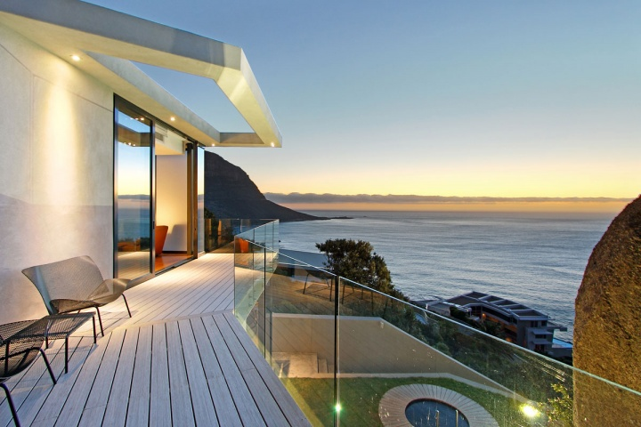 open-deck-glass-enclosure-oceanfront