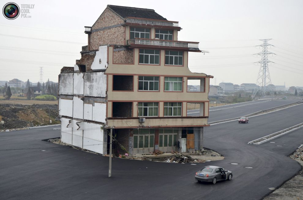 pic_china_nail_house_004__tcp_gallery_image