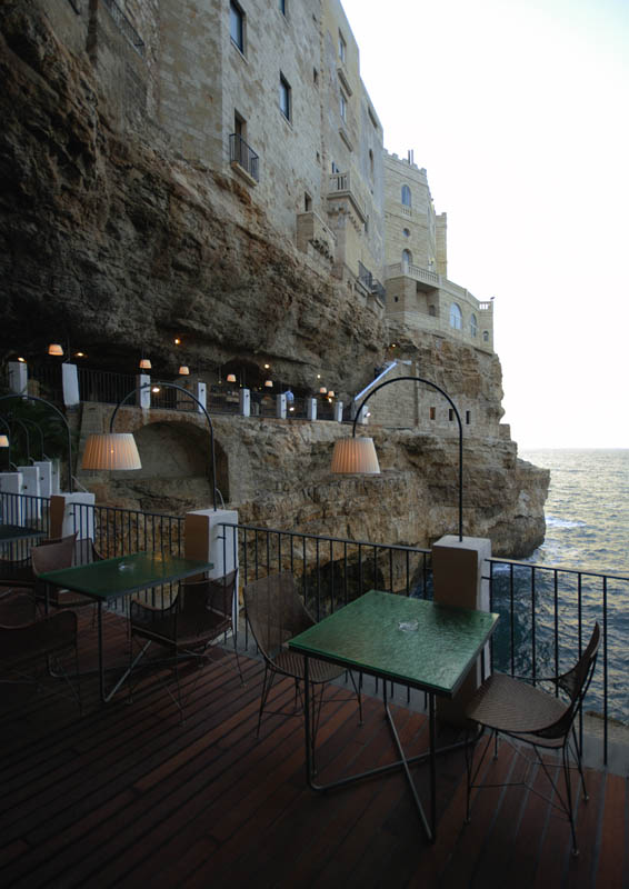 restaurant-inside-a-cave-cavern-itlay-grotta-palazzese-8