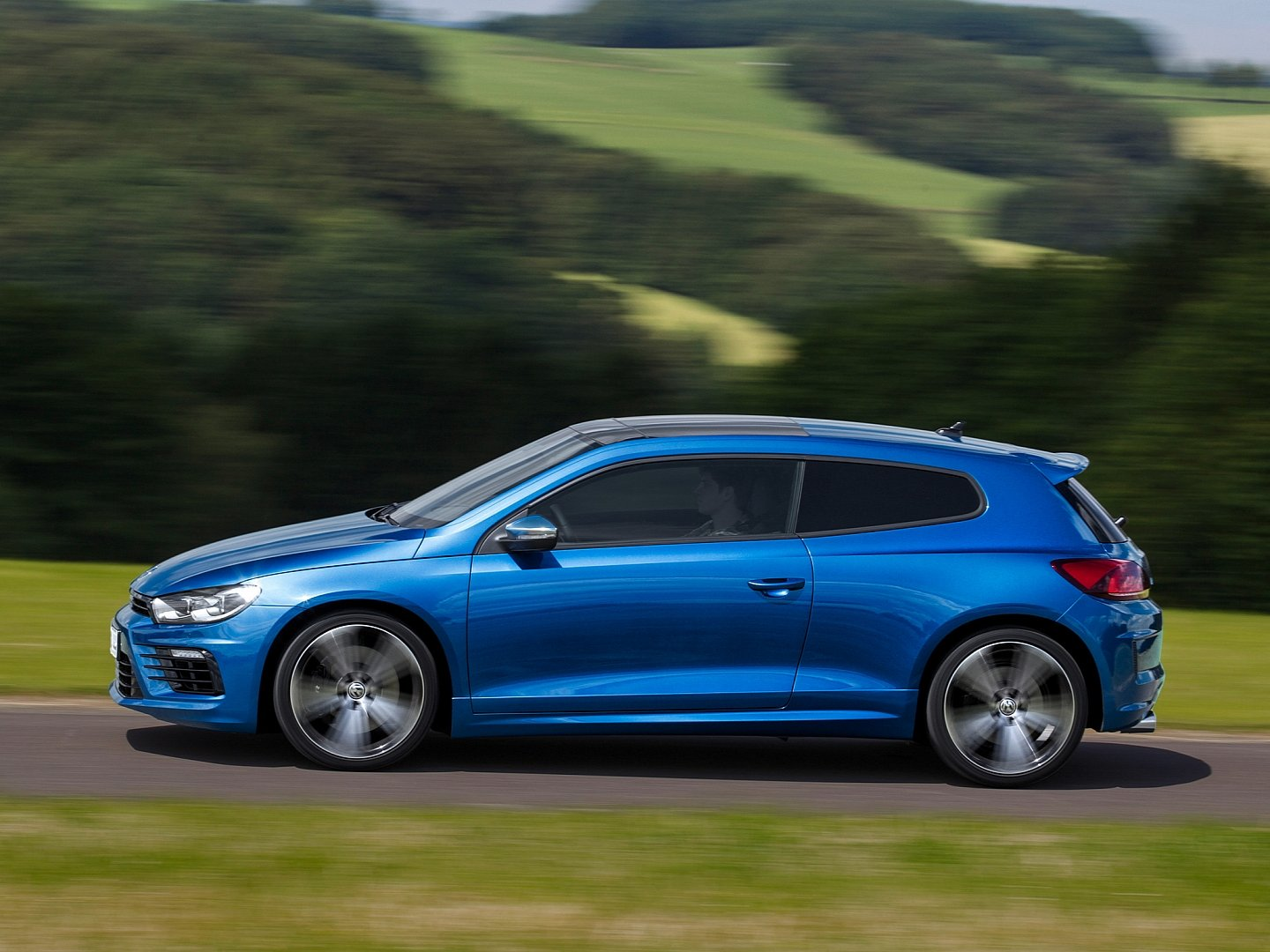 scirocco-radditional-20-ps-accelerates-06-seconds-faster-to-100-km-h-than-its-predecessor-1080p-6
