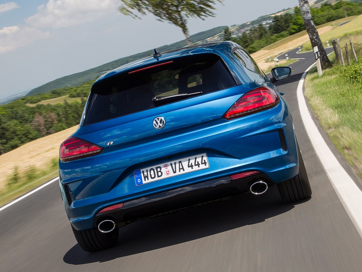 scirocco-radditional-20-ps-accelerates-06-seconds-faster-to-100-km-h-than-its-predecessor-1080p-8