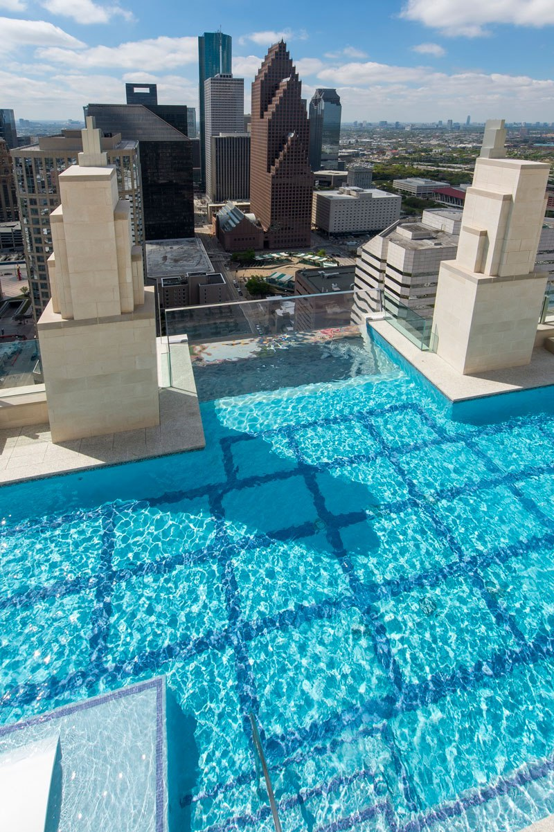 sky-pool-market-square-tower-houston-3