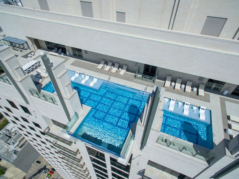 sky-pool-market-square-tower-houston-5