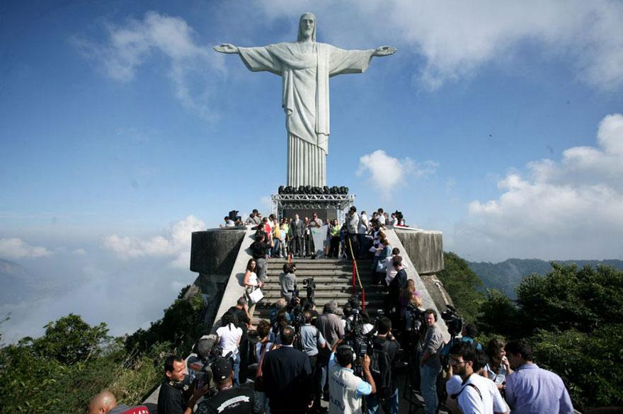 ultimate-selfie-brazil-christ-statue-rio-thompson-5