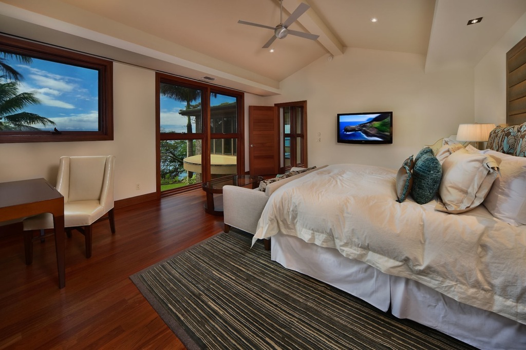 white-beachside-bedroom