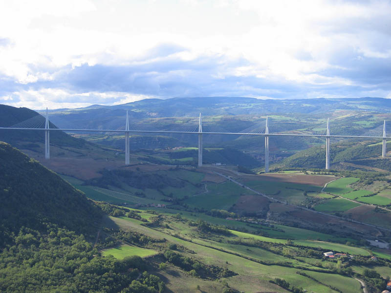 worlds-tallest-bridge-millau-viaduct-france-11